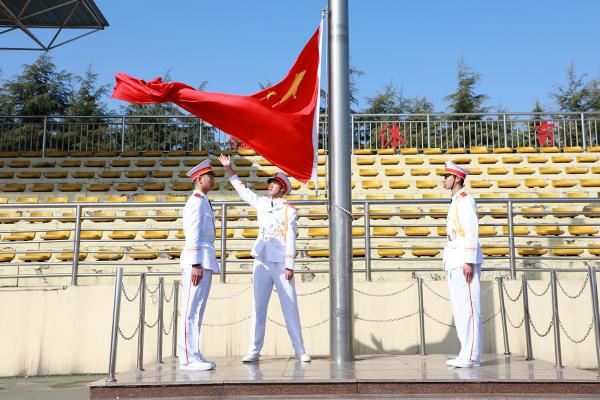 学校新闻 学校动态    3月5日上午,我校隆重举行第一周升旗仪式,全体图片